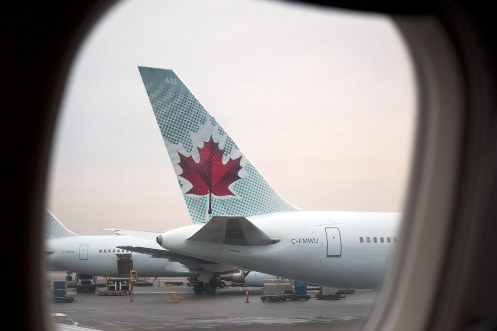 Канадский самолет сел в Америке без разрешения