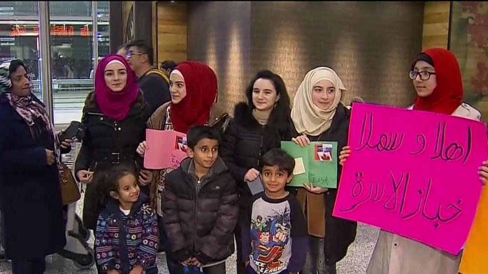 Торонто просит денег на жилье для беженцев