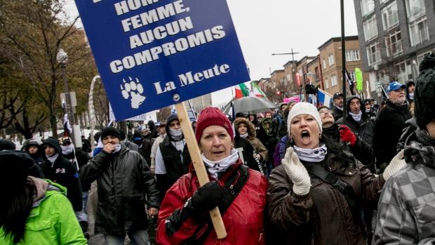 Демонстрация и контр-демонстрация в Квебеке. Арестовано 44 человека