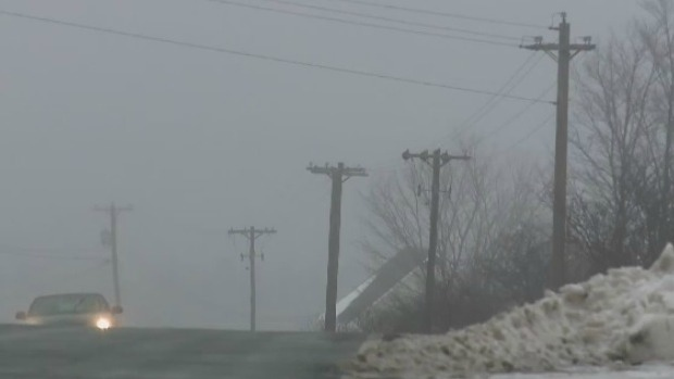 Нежданный мини-ураган оборвал провода и закрыл мосты на канадской Атлантике