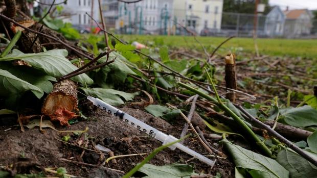 Наркотики влияют на продолжительность жизни в США. По Канаде данных нет