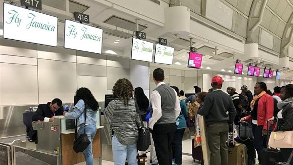 Летевшие на Ямайку застряли в Торонто