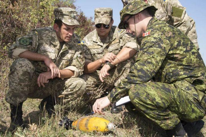 Канада временно увеличила количество военных инструкторов в Украине