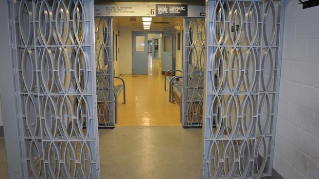 В тюремной службе Эдмонтона уволены четверо служащих