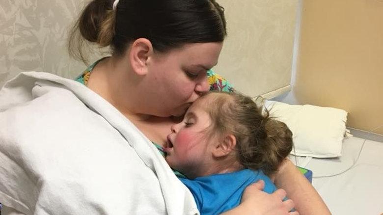 Неверно поставленная в больнице капельница чуть не погубила ребенка