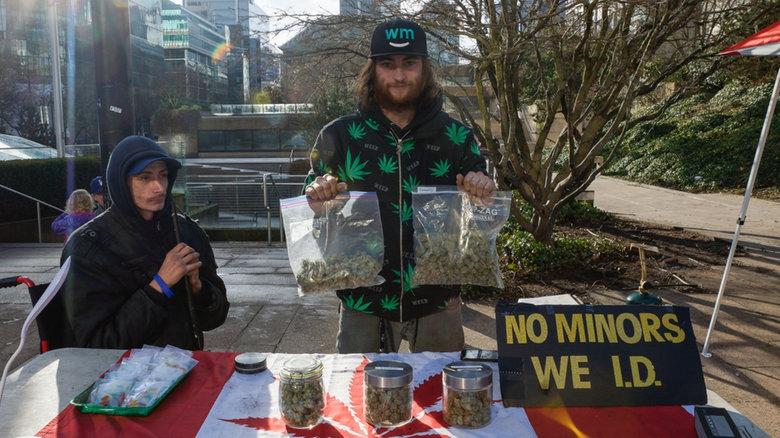 В Ванкувере появились марихуановые лоточники. «Это протест»,— говорят они