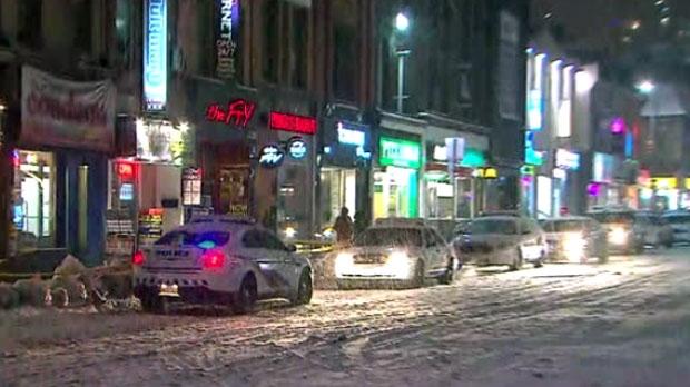 Убийство в центре Торонто: мужчину ударили ножом на Yonge Street