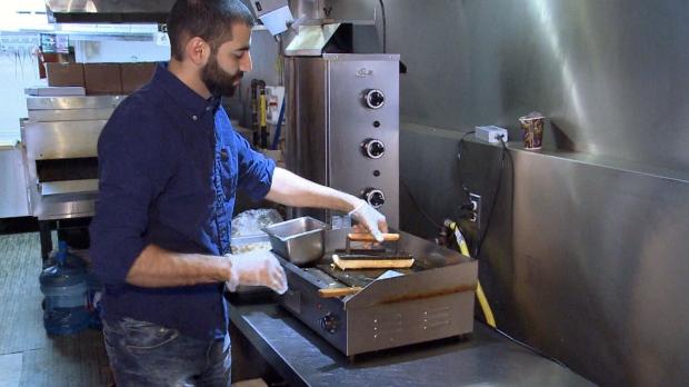 Приехавший из Сирии ресторатор бесплатно кормит бездомных
