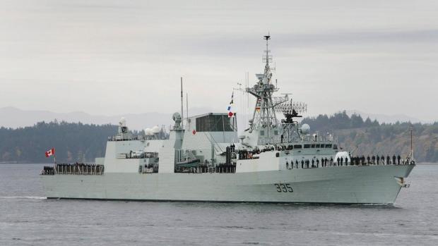 Из танкеров канадского военного судна вытекло 30 000 л топлива