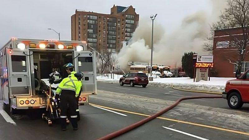 Взрыв на торговой площади в Миссиссаге. Три человека в больнице