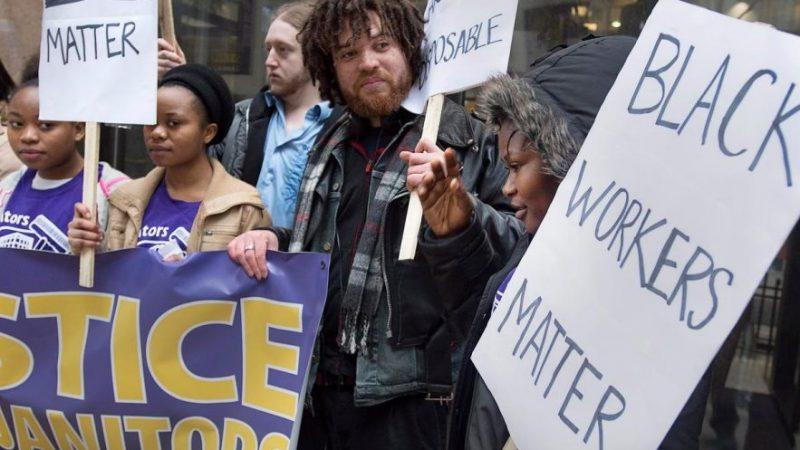 Уволенные чернокожие уборщики обвиняют работодателей в расизме