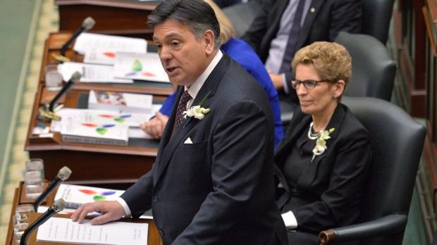 Обещания либералов нарушены: бюджет Онтарио снова не будет сбалансированным