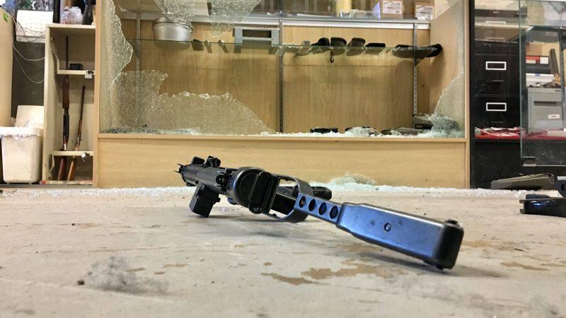 В Эдмонтоне стащили шесть пулеметов. Ни один не работает