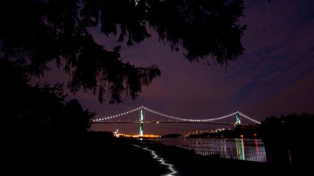 Вот вам и Час Земли: в Британской Колумбии света нажгли больше, чем обычно