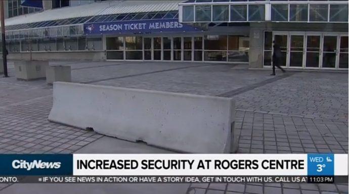 Перед стадионом Rogers Centre ставят бетонные надолбы