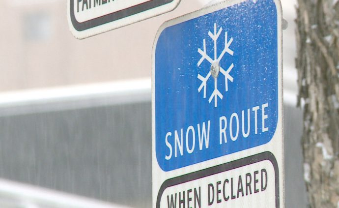 Из-за снегопада на улицах Калгари запретили автомобильную парковку