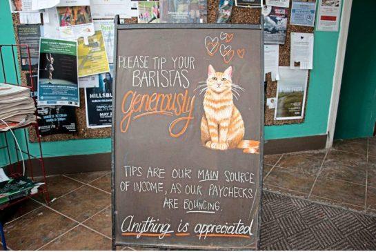 «Хозяин выписывает неподтвержденные банками чеки»: сеть кафе в Новой Шотландии