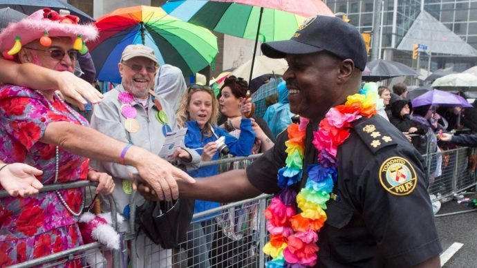 Разрешат ли полицейским пройтись в форме на Параде Гордости?