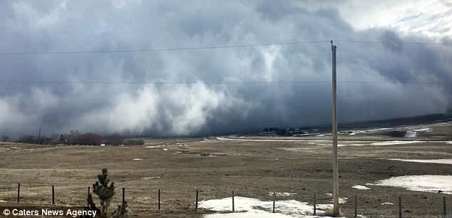 Облачное «цунами» накрыло поселок в Альберте