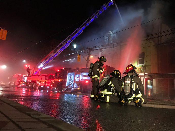 На работе в Торонто пострадал пожарный