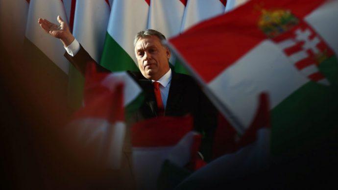 Харпера раскритиковали за поздравления венгерскому премьеру