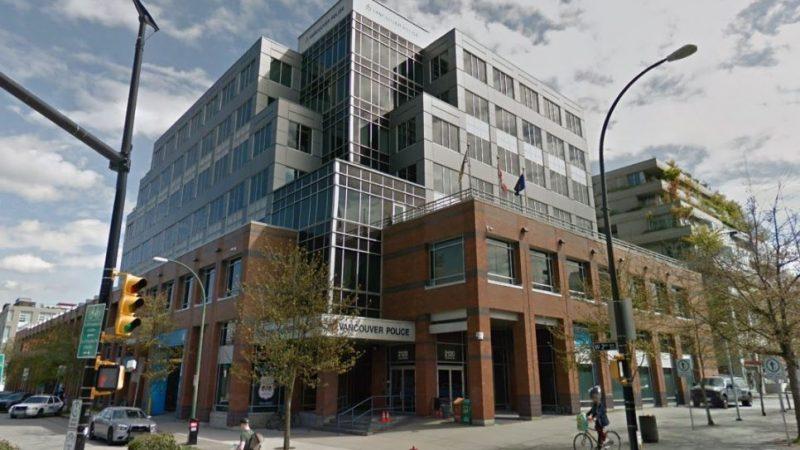 Водитель пикапа протаранил полицейскую машину в Ванкувере