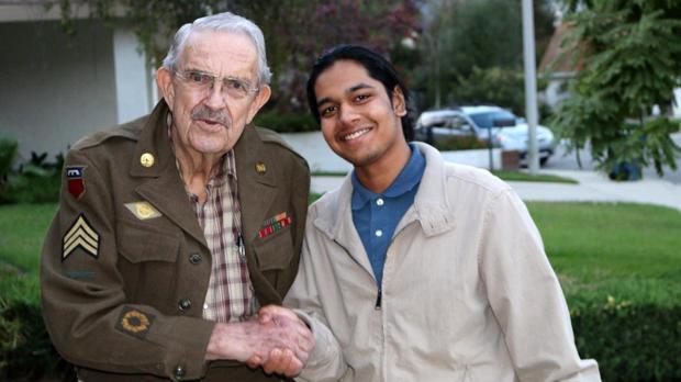 Молодой человек ищет встречи с ветеранами Второй Мировой. Пока они еще с нами