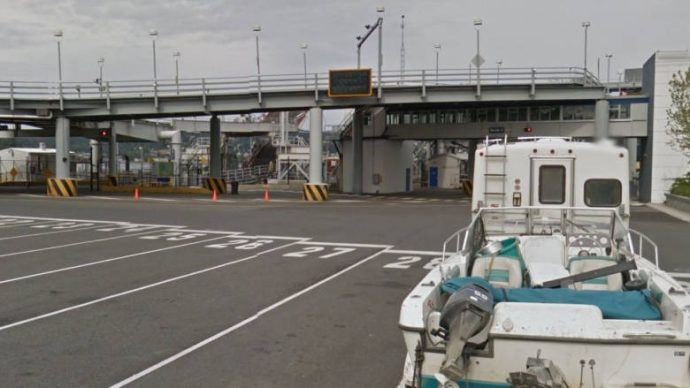 Подозреваемый в угоне был убит в порту