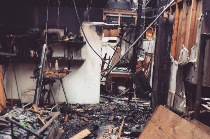 Пожар оставил художников без студии
