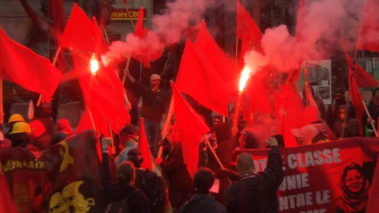 Первомайская демонстрация со слезоточивым газом