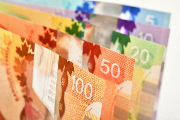 «Луни» подорожал в связи с намерением канадского Центробанка поднять ставку