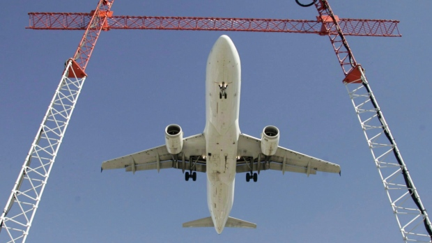 Самолет сел в «Пирсоне» из-за двух пьяных пассажирок