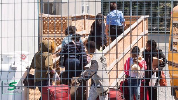 Сторонники помощи иммигрантам дрались с противниками нелегалов
