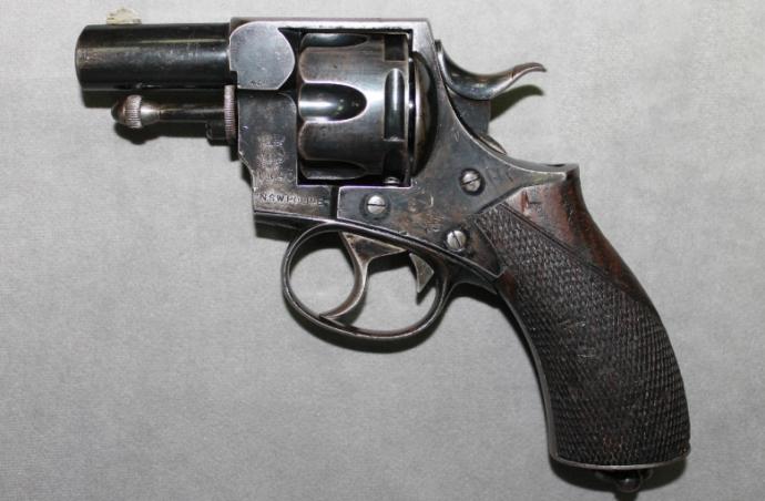 Полиция сама выдавала разрешения на запрещенное оружие