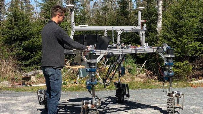 Сделано в Канаде: робот для прополки и удобрения грядок