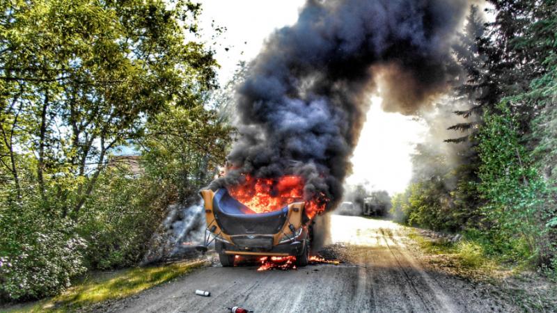 Водитель сумел высадить детей из загоревшегося автобуса