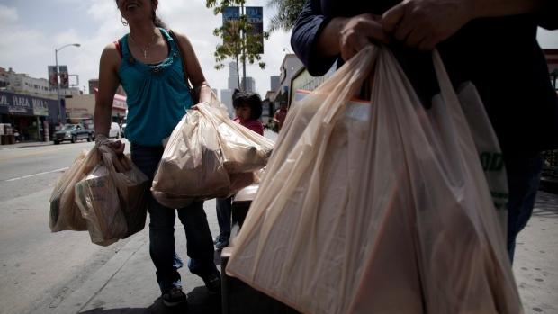 Монреаль забанил пластиковые мешки в супермаркетах
