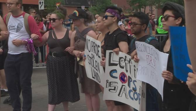 Парад гордости в Эдмонтоне остановили и прогнали полицейских