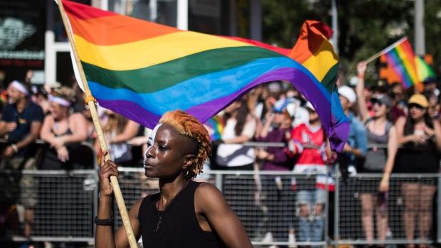 Воскресный парад гордости в Торонто: торжества и противоречия