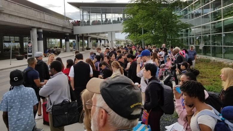Ложная тревога: эвакуация из-за сумки в виннипегском аэропорту
