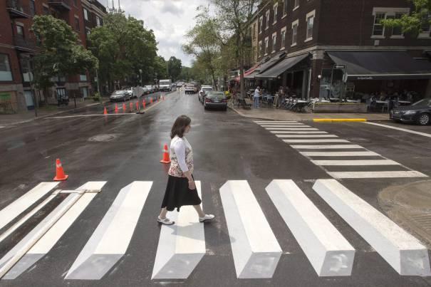 Трехмерная «зебра» в Монреале заставит водителей притормозить