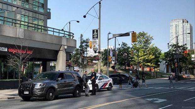 Полиция усилила охрану объектов в центре Торонто