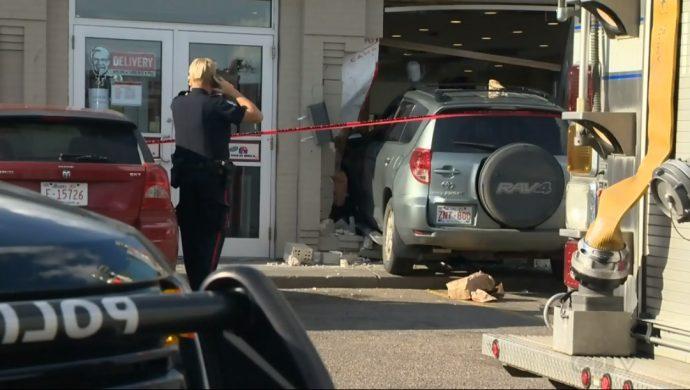 Эдмонтон: внедорожник сбил пешехода и въехал в ресторан