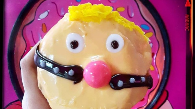Издевательский канадский трампо-пончик