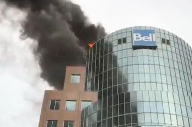 Пожар в центре Монреаля: огонь пока не потушен