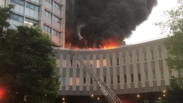 В Монреале горит еще и университет