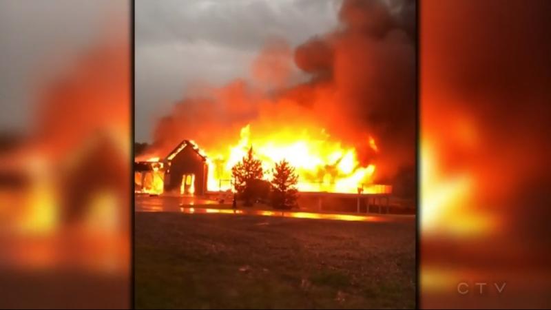 Молния сожгла дом в Альберте