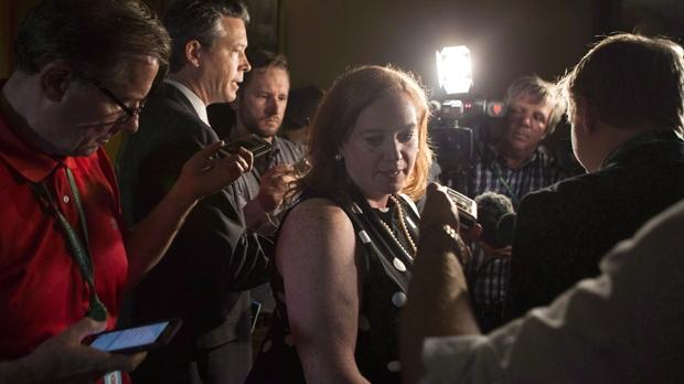 ЛИза МакЛеод требует извинений от миниcтра иммиграции Канады