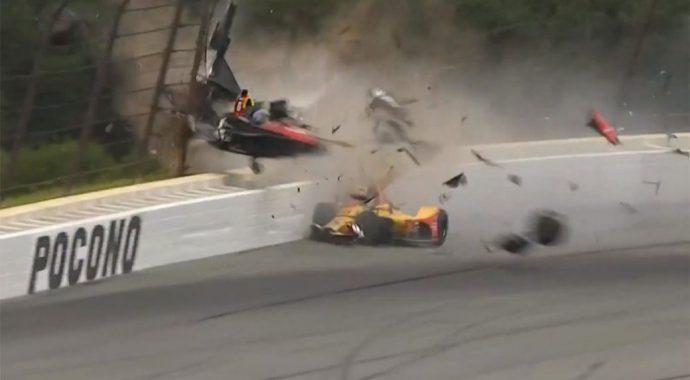 IndyCar: в аварии пострадали два канадских пилота