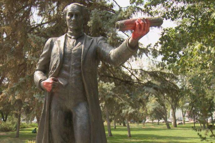 Скандал вокруг очередного памятника премьер-министру Канады